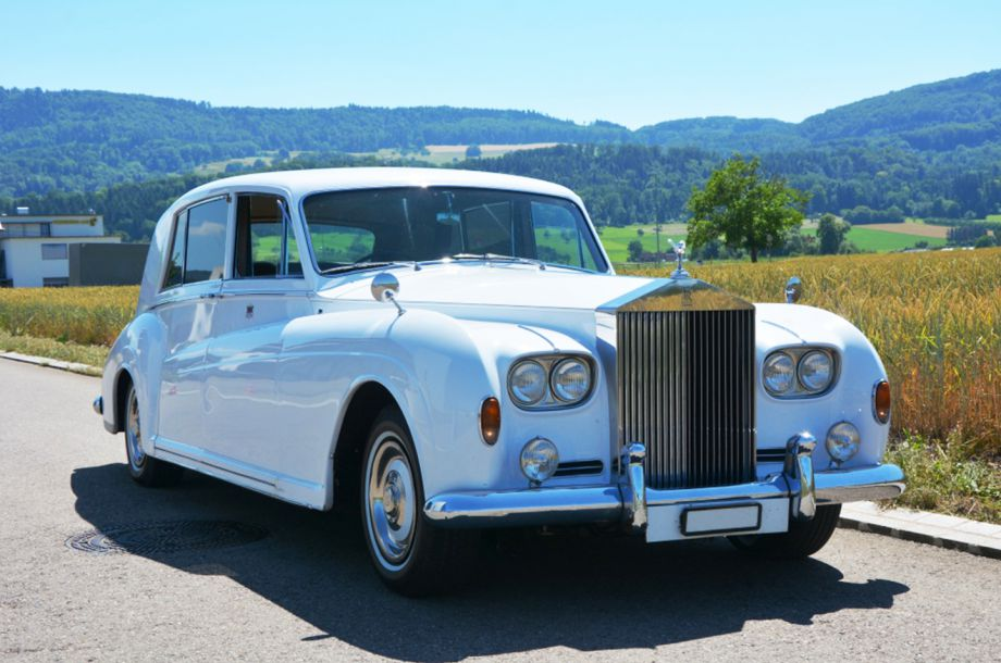 Rolls-Royce_Phantom_1967-Magnum-location.jpg